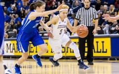 Women's basketball moves up standings with two-win weekend