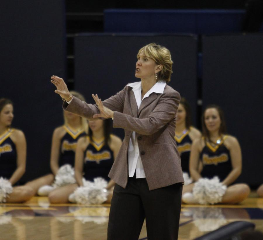 Coach Terri Mitchell earned her 300th win of her Marquette career Tuesday evening. Photo by Aaron Ledesma/aaron.ledesma@marquette.ed