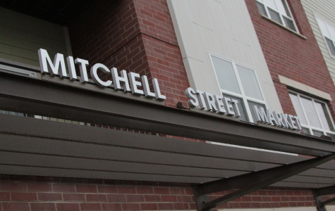 Marquette graduates cut ribbon on apartment complex
