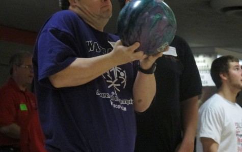 Marquette student volunteers at special Olympics bowling tournament