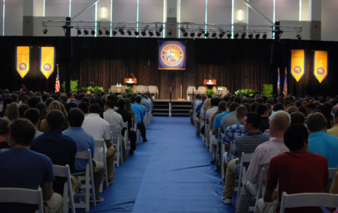 Speakers encourage freshmen to live with urgency