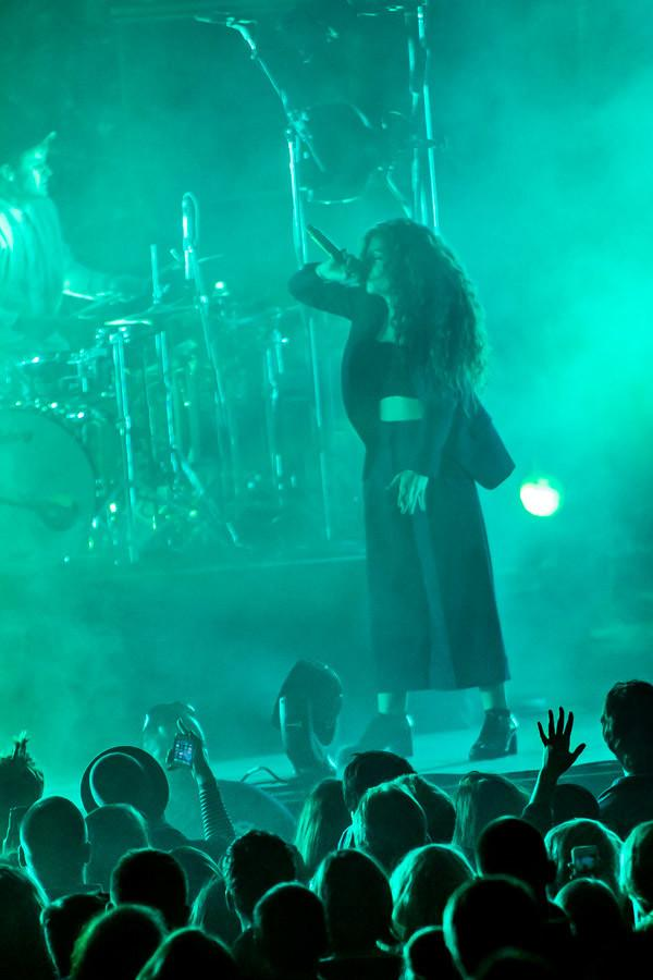 Lorde connects with fans, music at BMO Harris Pavilion
