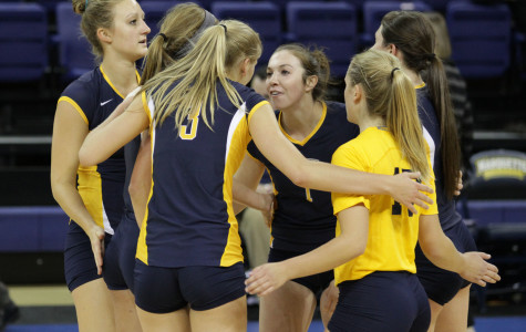 Volleyball survives scare against St. John's