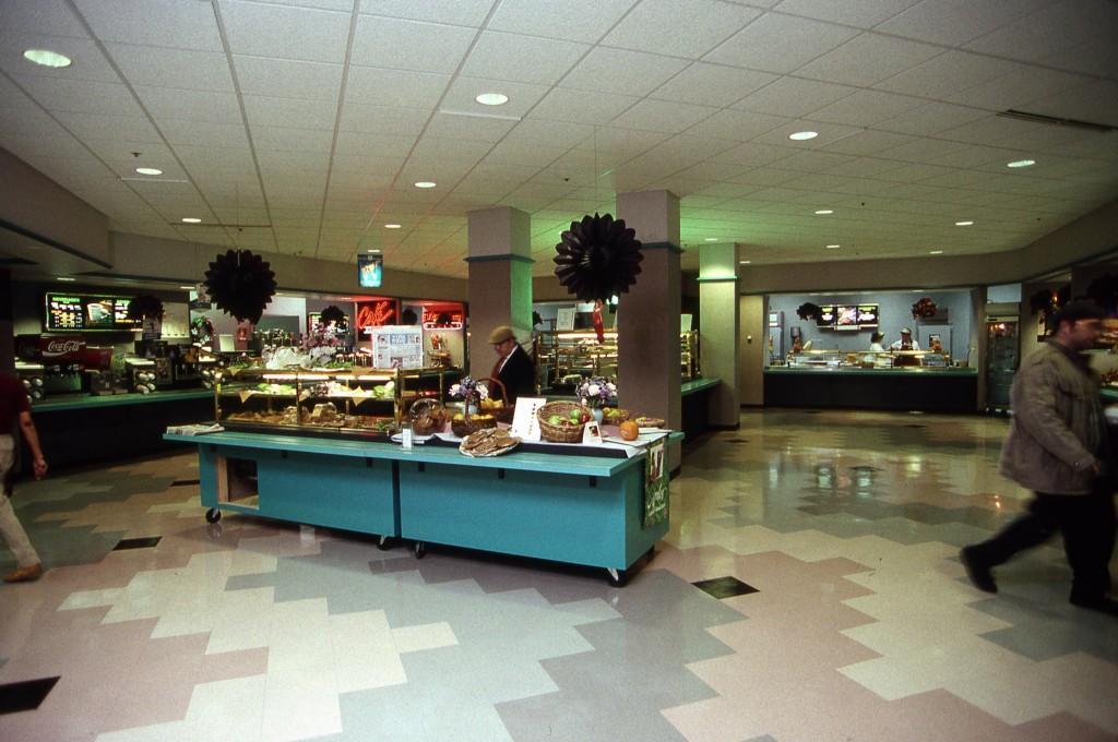 Cafe_in_the_Alumni_Memorial_Union_1991