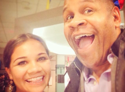 Actor and Marquette alum Rondell Sheridan poses with a student at the MUSG speaker series event Nov. 13. (Photo by Karla Padillia)