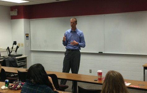 Rep. Kooyenga visits campus to rally for Walker