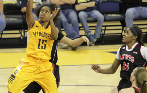Women's Basketball Splits Weekend, Ends 10-Game Skid