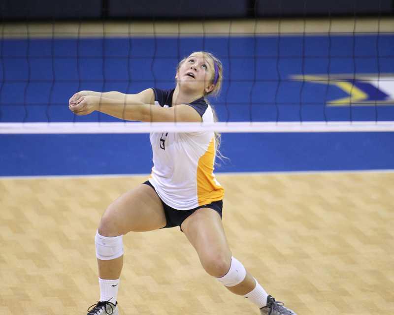 Ellen+Hays+digs+an+attack.+Photo+courtesy+Maggie+Bean%2FMarquette+Athletics
