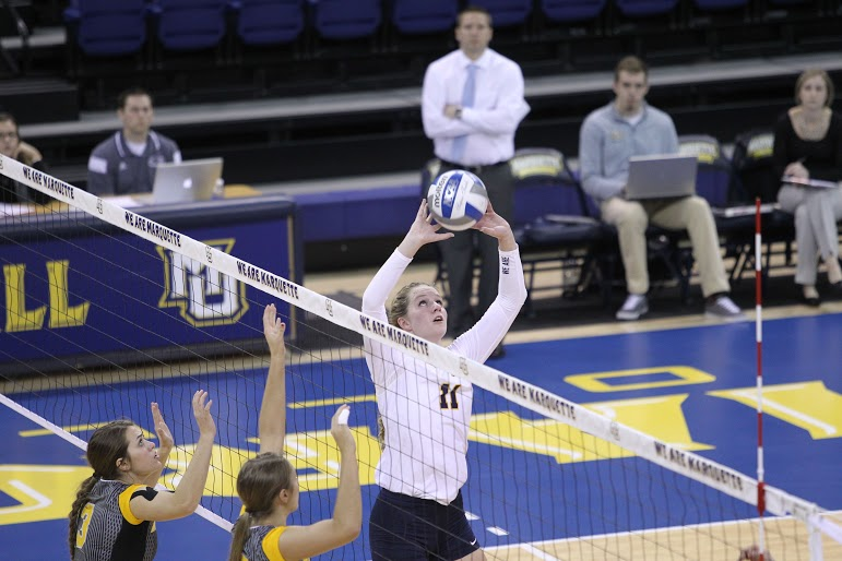Redshirt+junior+setter+Sara+Blasier+leads+the+team+in+assists.+Photo+by+Doug+Peters%2Fdouglas.peters%40marquette.edu