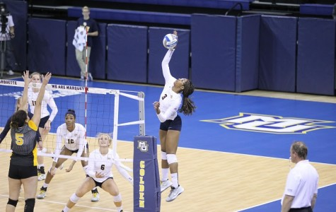 Volleyball can't complete comeback against Creighton