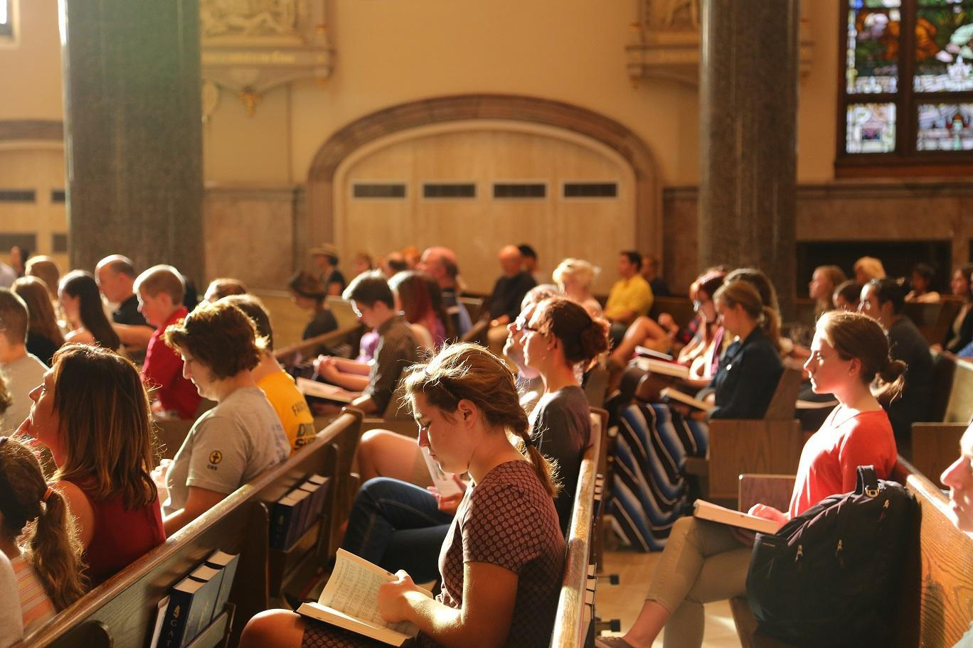 Parishioners at the James Foley remembrance mass. Photo by Yue Yin /yue.yin@marquette.edu