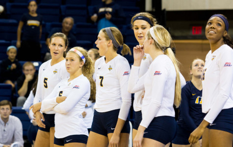 Volleyball splits weekend against Villanova and Seton Hall