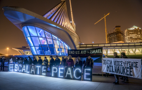 Scene of the protest outside the Milwaukee Art Museum. Photo courtesy of Joe Brusky, Overpass Light Brigade