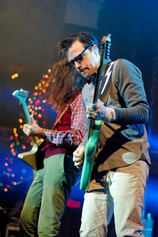 Weezer. Photo via: therave.com