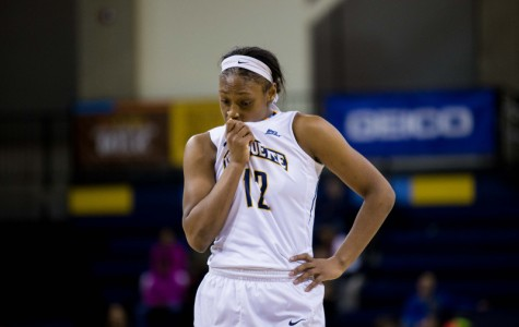 Women's basketball splits weekend road trip