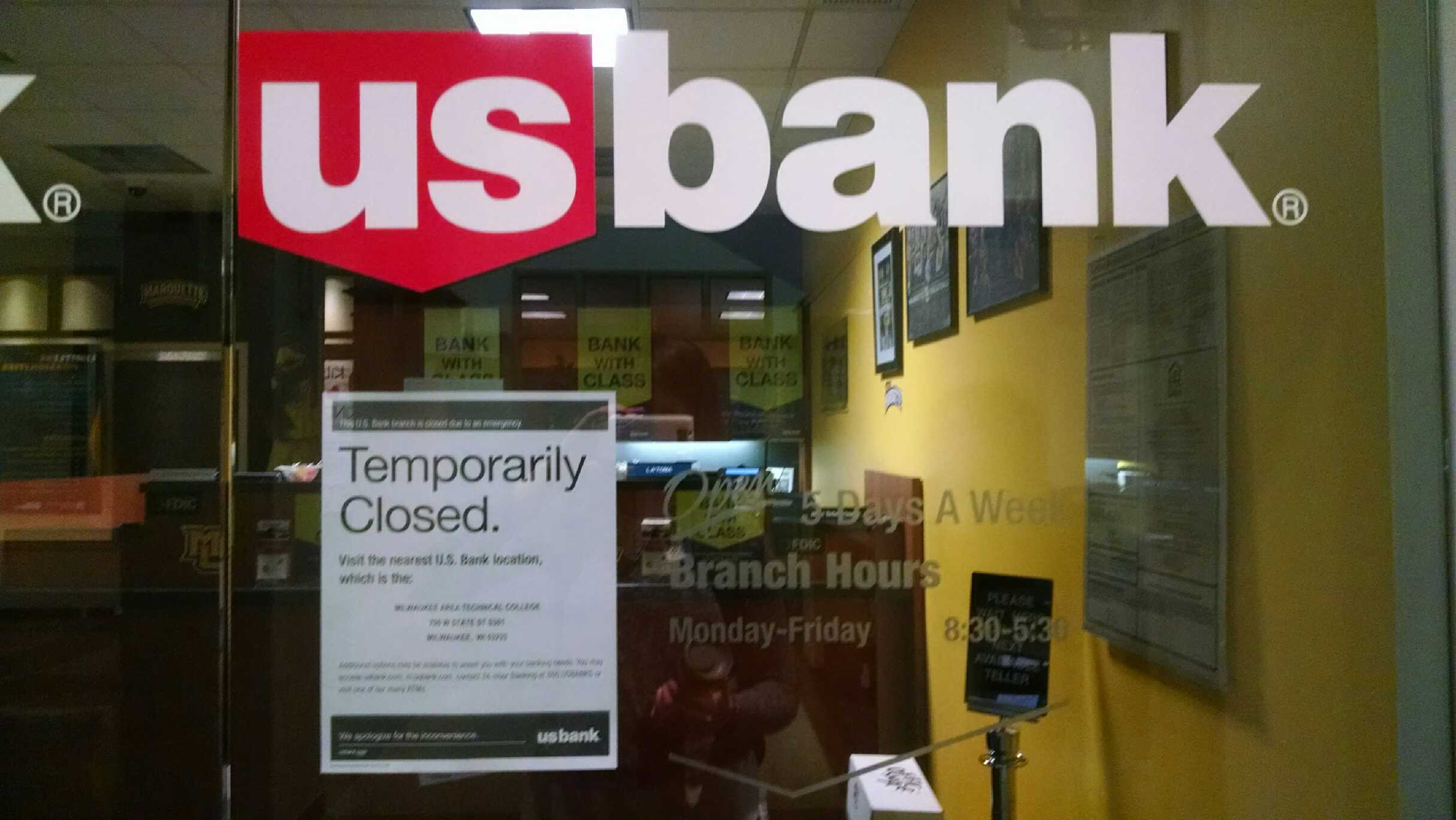 The bank closed for a bit after the robbery. Photo by Alex Groth/ alexandria.groth@marquette.edu