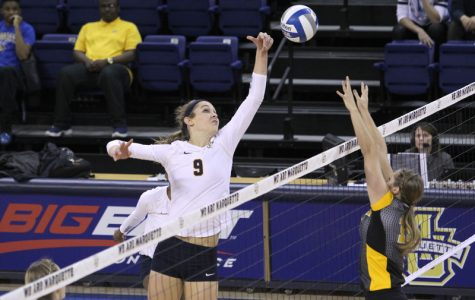 Women's volleyball has another 2-1 weekend