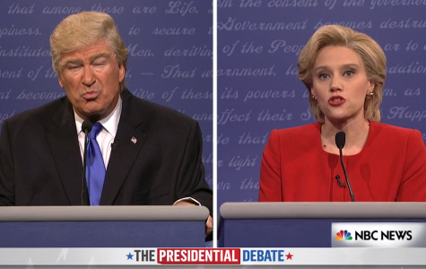Alec Baldwin and Kate McKinnon pose as Donald Trump and Hilary Clinton in SNL's debate sketches.