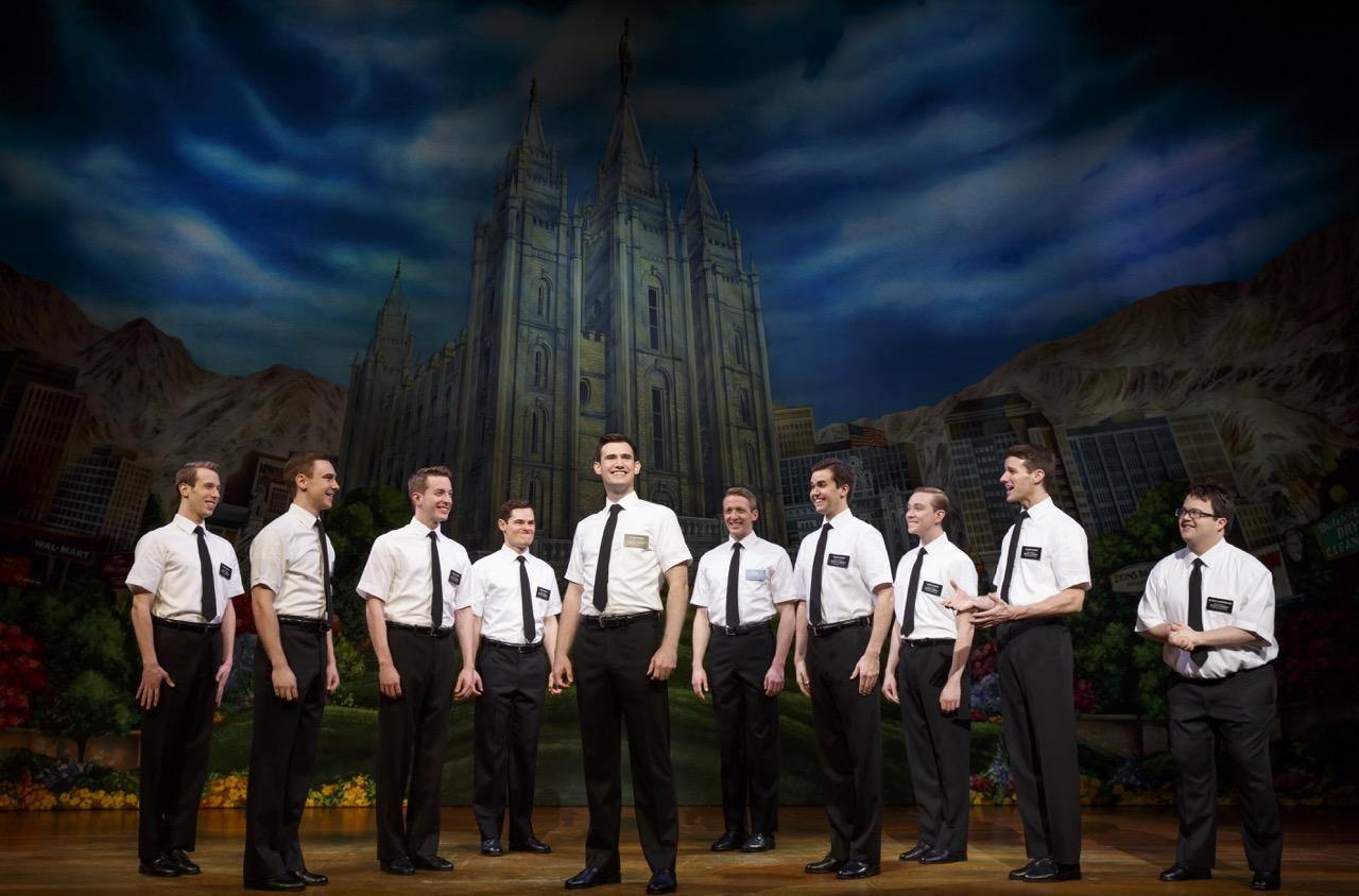 Several+Book+of+Mormon+actors+group+together.