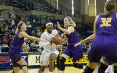 Women's basketball barely beats DII Minnesota State in scrimmage