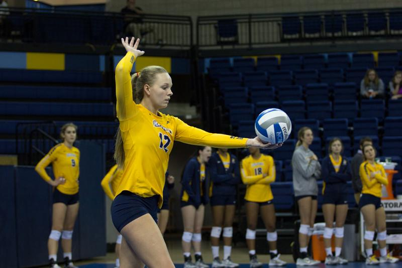 Madeline+Mosher+serves+during+Marquette%27s+five-set+loss+to+St.+John%27s+Sunday.