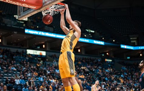 Marquette eases past Houston Baptist despite Fischer injury