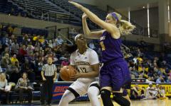 Davenport showing off superhuman rebounding skills