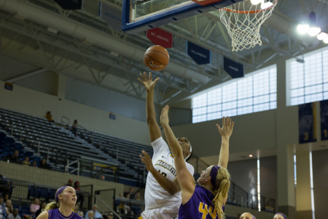 Green Bay shuts down WBB offense in 15-point victory
