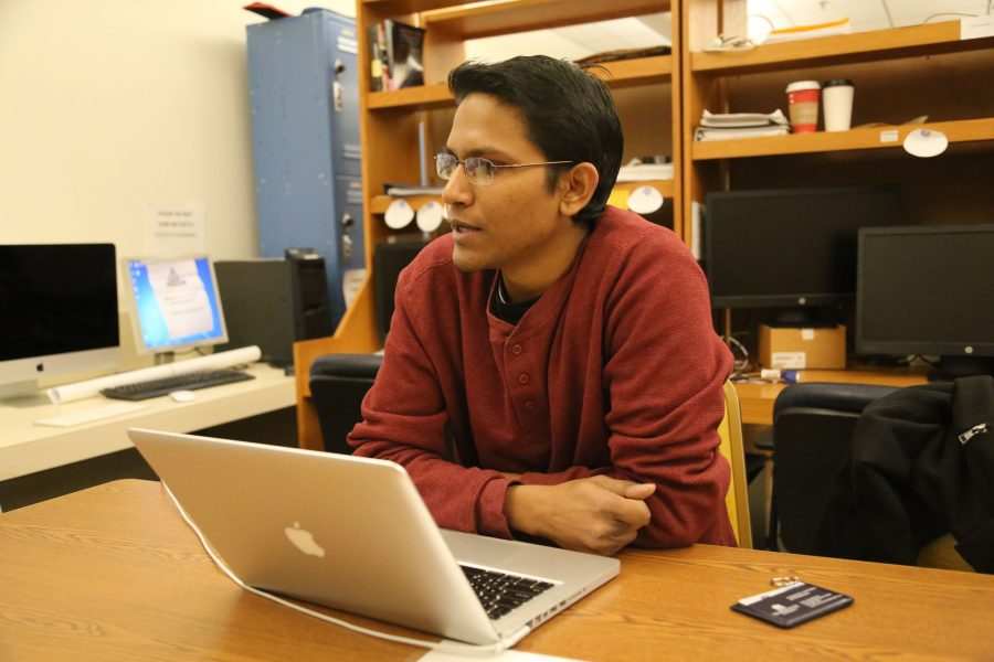 Graduate+student+Tanvir+Roushan+discusses+the+app+he+is+helping+to+develop.