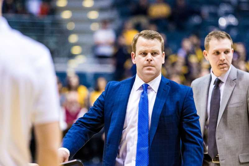 Steve+Wojciechowski+%28center%29+and+the+Marquette+staff+scouted+Frolings+SMU+squad+at+the+2k+Classic.