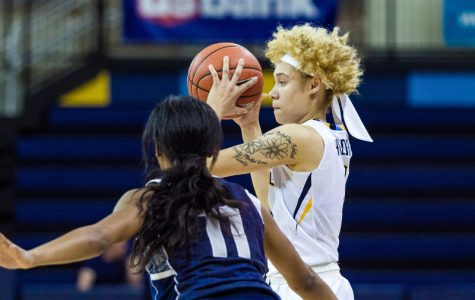 Women's basketball clinches third seed with victory