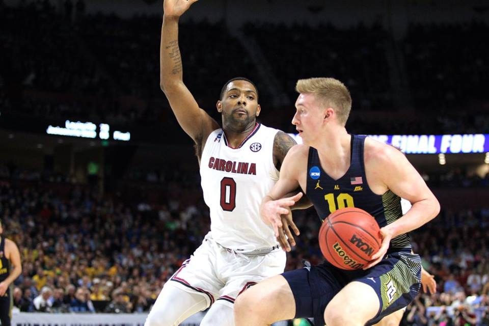 Sindarius Thornwell defends Sam Hauser during Marquette's game Friday.