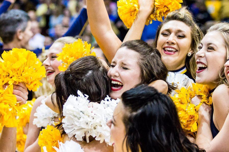 Cheerleaders+celebrate+after+Marquette%27s+upset+of+then-No.+1+Villanova.