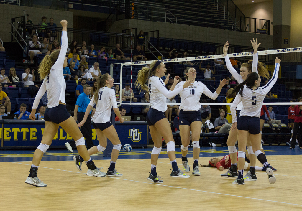 Volleyball rolls over Seton Hall, St. Johns in straight sets