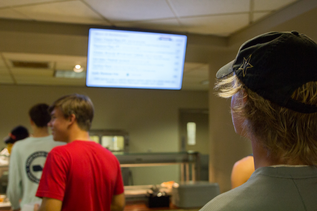 Students+in+Schroeder+dining+hall+observe+new+screens+hanging+above+the+meal+options.