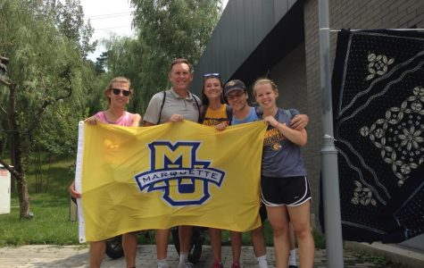 Men's basketball's new special assistant to the head coach Rob Judson (second from left) poses with Marquette study abroad students in China. (Photo courtesy of Rob Judson.)
