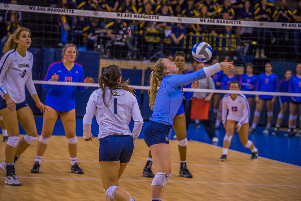 Volleyball weathers close third set to sweep DePaul