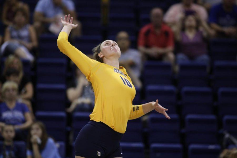 Volleyball splits weekend series against Butler, Xavier