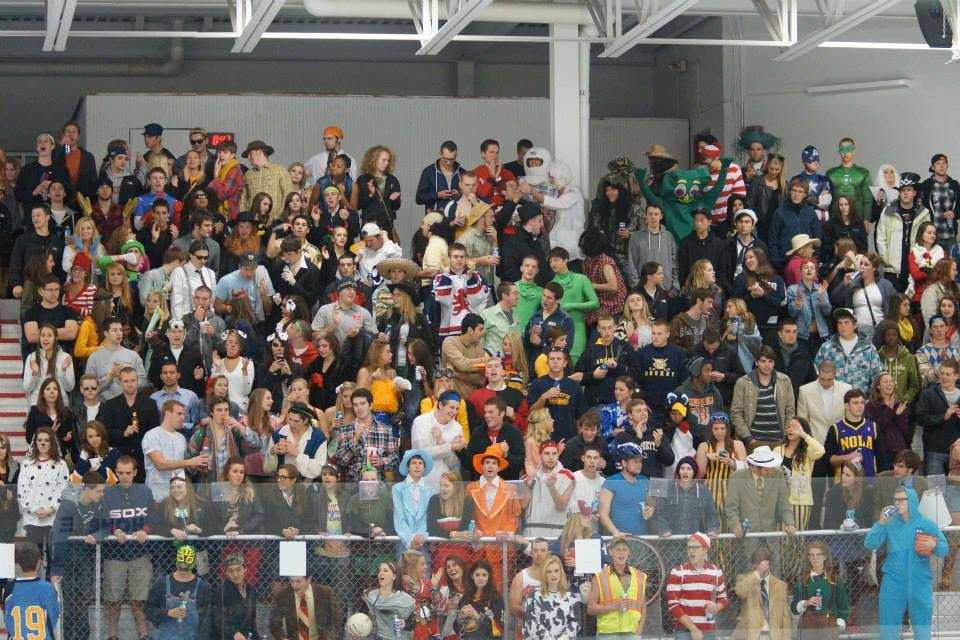 A crowd gathered at The Ponds at Brookfield to watch Marquette club hockey play UW-Madison. (Photo courtesy of Marquette club hockey.)
