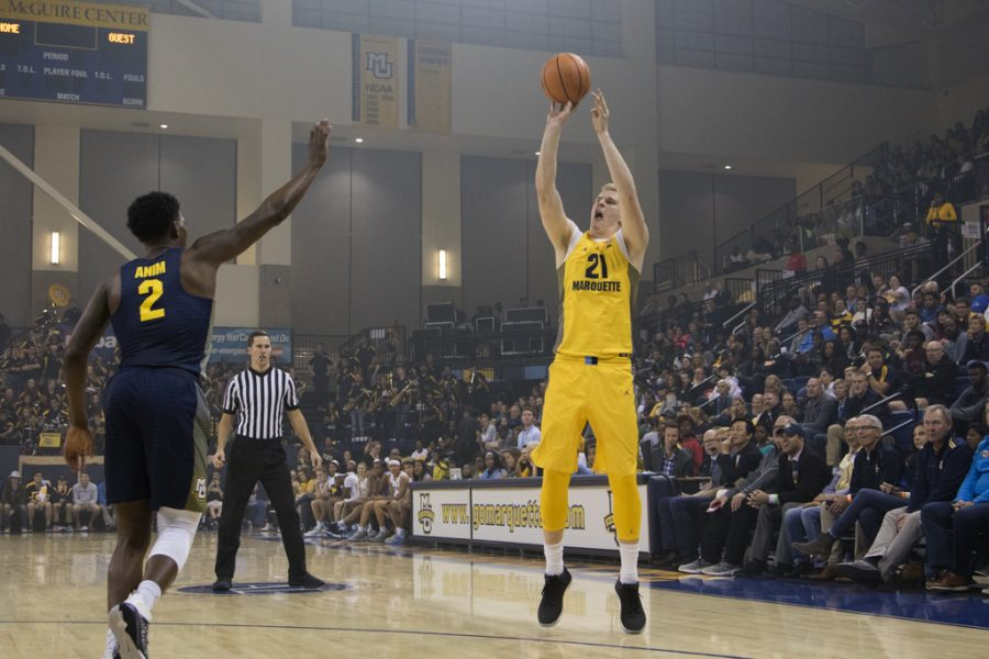 Transfer+Harry+Froling+attempts+a+three-pointer.+He+will+make+his+debut+tonight+against+Northern+Illinois.