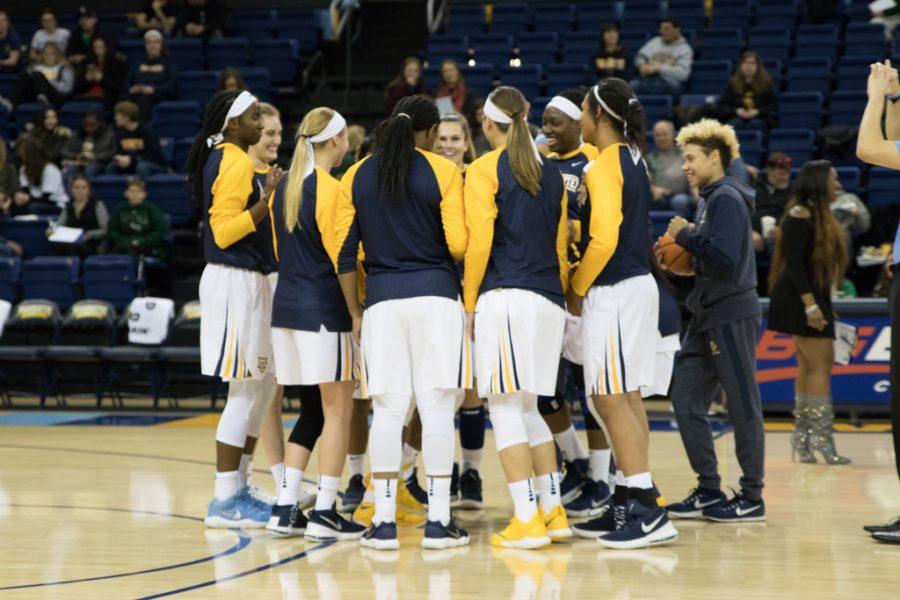 Women's basketball eases past Loyola with 62-point blowout