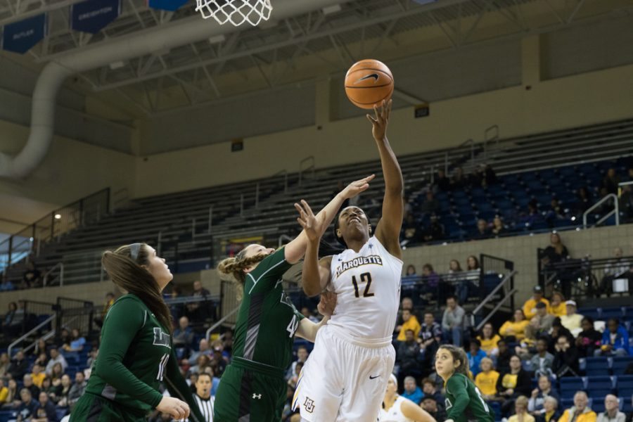 Five players finish in double-digits as Marquette routs Loyola-Maryland