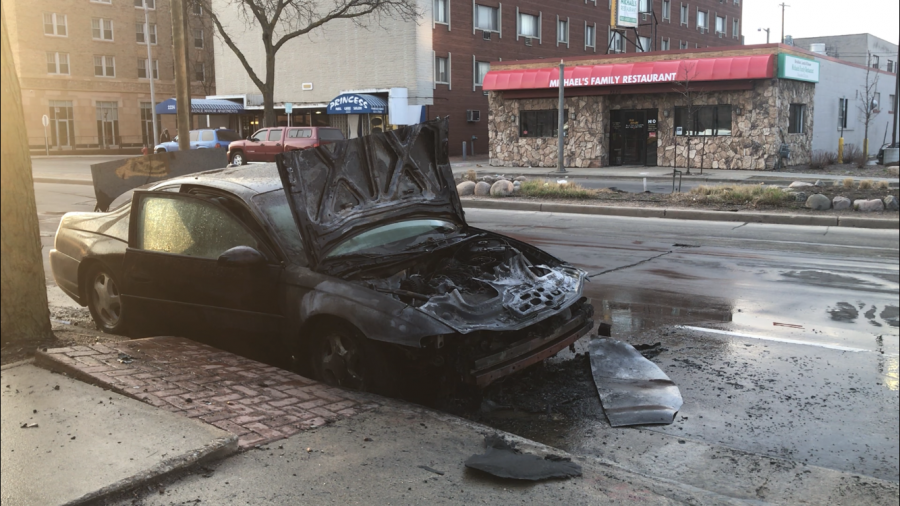 A+car+caught+on+fire+outside+an+apartment+building+and+Planned+Parenthood+on+Wisconsin+Avenue.