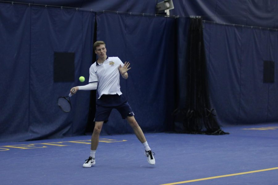 Sophomore+Brett+Meyers+is+17-9+in+singles+matches+this+year%2C+the+best+mark+on+Marquette%27s+team.