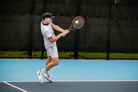 Women's tennis ends skid, men struggle against ranked opponent