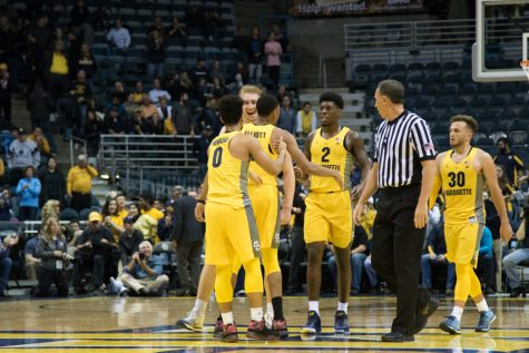 Floor slaps: Seniors pace senior day win against Creighton