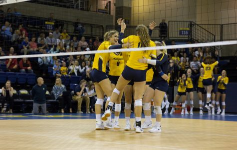 Volleyball loses in straight sets to No. 10 Creighton