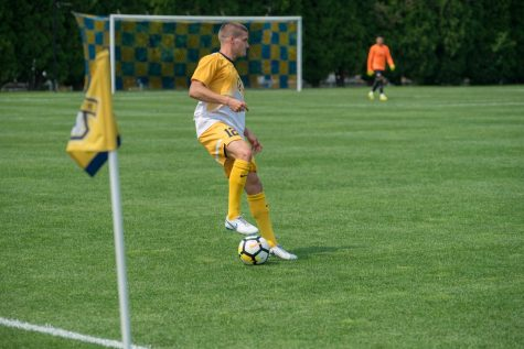 Men's soccer alumni return to scrimmage current team