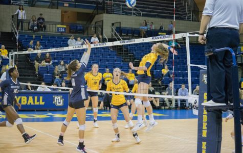Volleyball drops first set since Sept. 23, defeats Northern Iowa in four sets