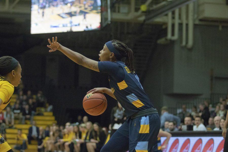 Womens basketball sneaks past crosstown rival UWM